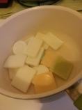 De l'eau et des savons dans une casserole